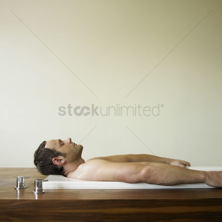 Spa : A man lying in a bathtub