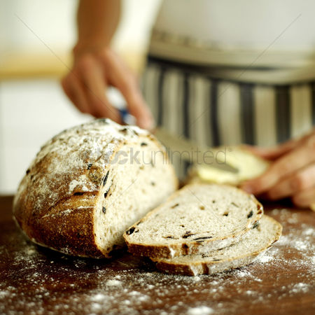 Food : Chef slicing country olive bread