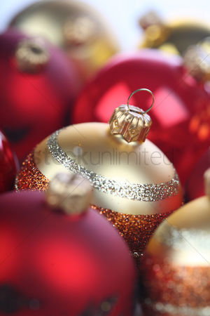 Ribbon : Christmass bauble in box