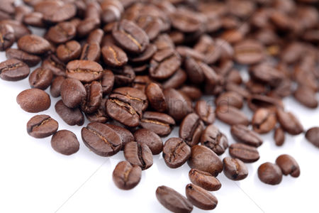 Food : Rosted coffee grains on white backgorund