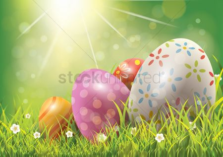 Sunray : Easter eggs on green grass