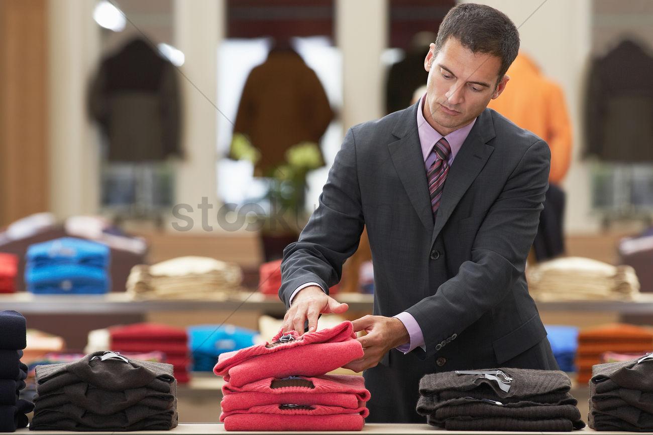 Трахнул менеджера магазина, Менеджер магазина лихо порет узкоглазую тайку на столе 17 фотография