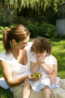 Popular : Mother and daughter picnicking in the park