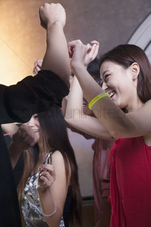 Dance : A group of young friends dancing in a nightclub
