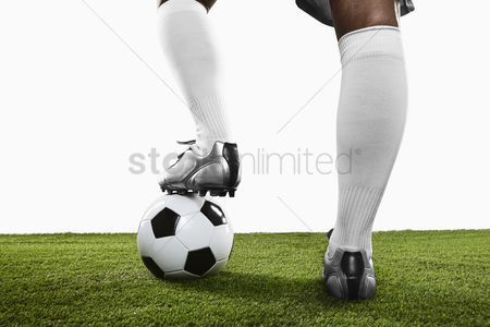 Match : A soccer player ready to kick off