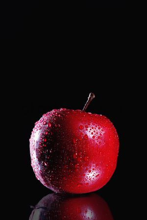 Fruit : Apple with water droplets