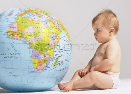 Children : Baby and globe