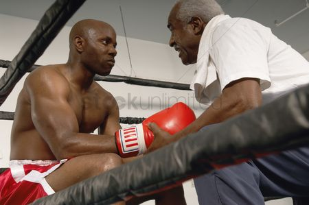 Determined : Boxer and coach in ring