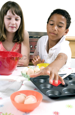 Try : Boy and girl learning baking