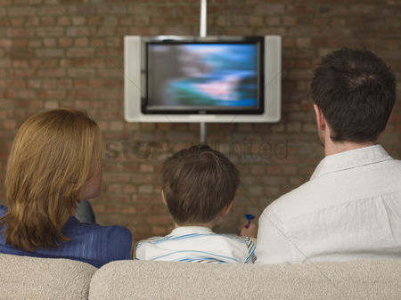 Sets : Boy between parents watching television