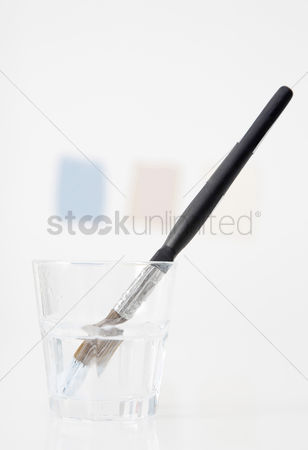Paint brush : Brush soaked in water