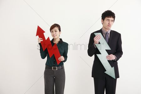 Cardboard cutout : Business people holding arrow signs