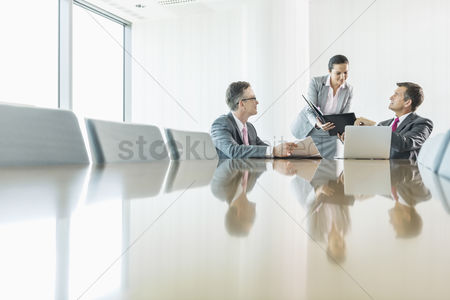 Businesswomen : Business people in meeting