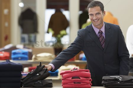 Client : Businessman in clothing store