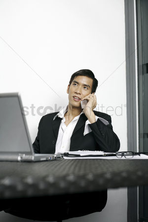 Adulthood : Businessman talking on the phone