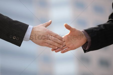 Satisfaction : Businessmen shaking hands