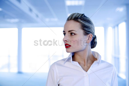 Appearance : Businesswoman posing for the camera