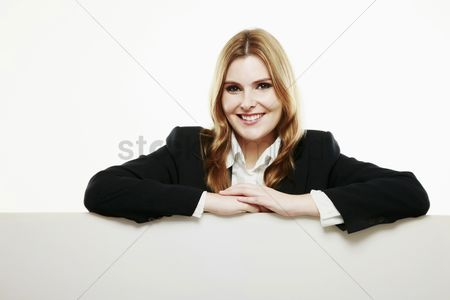 Cardboard cutout : Businesswoman with both arms resting on blank placard