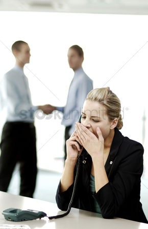 Client : Businesswoman yawning while talking on the phone