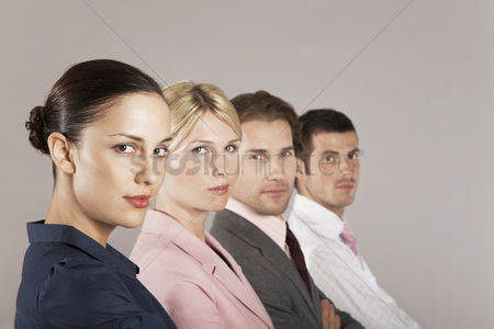 Leadership : Businesswomen and businessmen in a row portrait