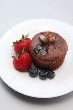 Almond : Chocolate chip muffin with berries