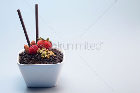 Ready to eat : Chocolate crumble dessert