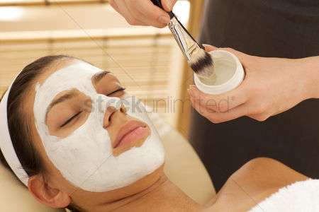 Expertise : Close-up of young woman with facial mask