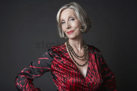 Head shot : Confident mature woman