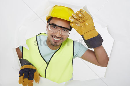 Masculinity : Construction worker smiling at the camera