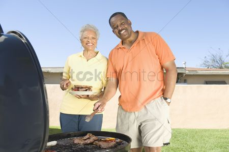 Pocket : Couple at a barbeque