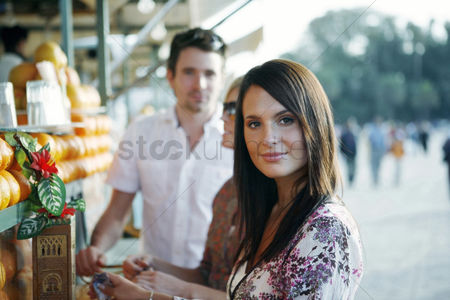 Girlfriend : Couple at beverage stall