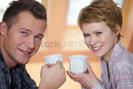 Comfort : Couple drinking coffee