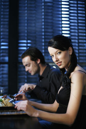 Appetite : Couple eating at a restaurant