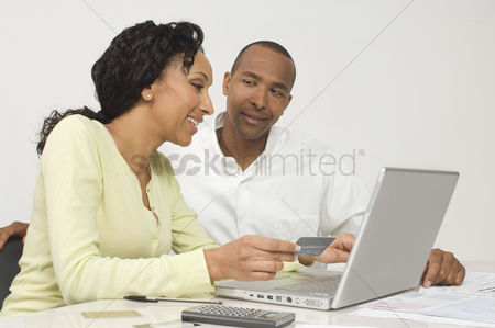 Accessibility : Couple making an online transaction
