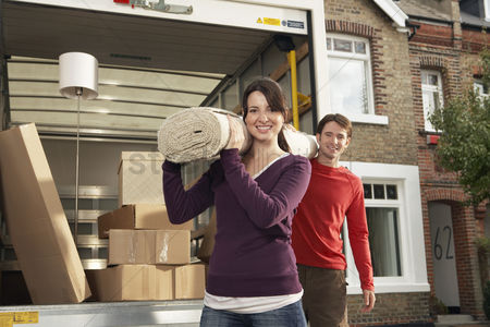 Gaze : Couple moving into new home
