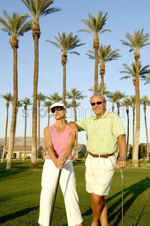 Husband : Couple posing in the golf course