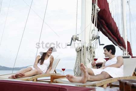 Transportation : Couple sailing on yacht