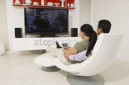 Sets : Couple watching tv