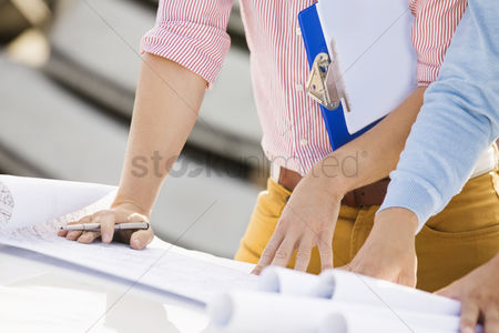 Supervisor : Cropped image of architects with blueprints and clipboard