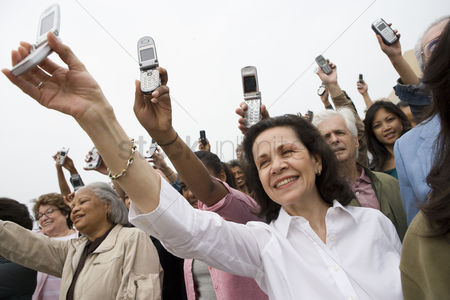Demonstration : Crowd holding up mobile phones