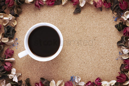 Flat : Cup of coffee with dried flowers