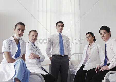 Medical personnel : Doctors and medical personnel posing for the camera