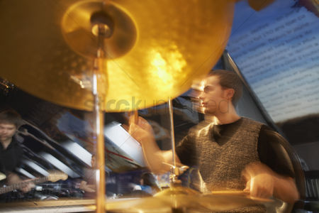 Sets : Drummer performing