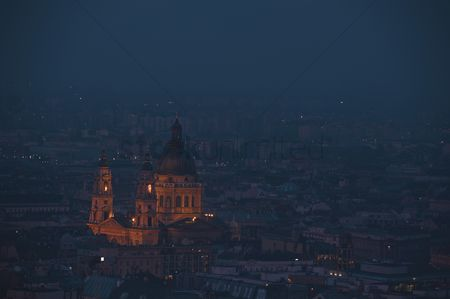 Attraction : Dusk cityscape of the st stephen s basilica in budapest  capital of hungary