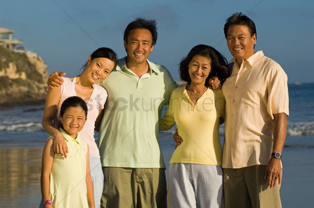 Group portrait : Family with girl  7-9  on beach  portrait