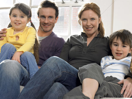 Offspring : Family with two children  3-6  on couch  portrait