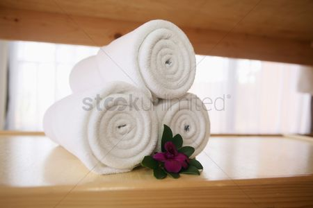 Spa : Fresh white towels rolled up