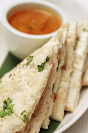 Appetite : Garlic naan bread with curry dip