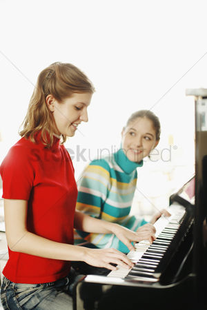 Expertise : Girl and her piano teacher