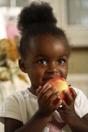 Appetite : Girl eating apple
